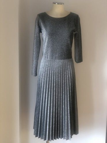 Vestido plissado manga comprida