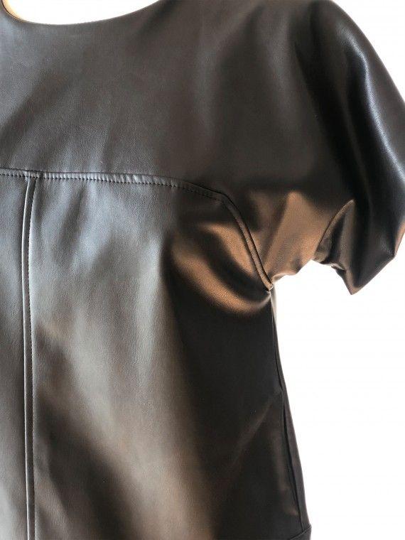 Vestido preto curto com manga curta