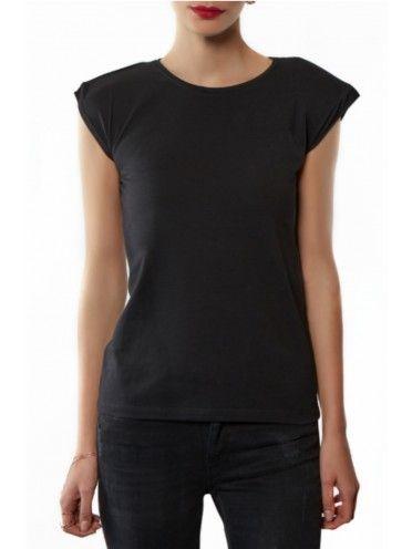 T-shirt básica com ombreiras