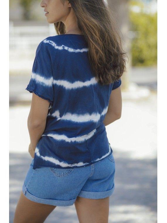 T-shirt tie dye com nó