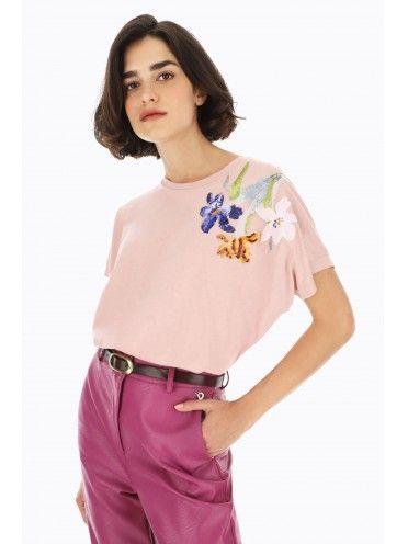 T-shirt com flores lantejoulas
